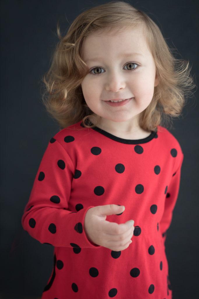 petite fille mignonne robe pois photo portrait studio lot-et-garonne marmande tonneins virazeil