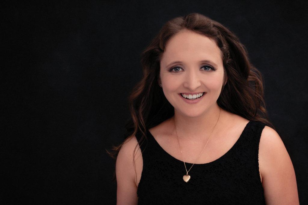 jeune femme pose fashion souriante magazine couverture photo portrait studio lot-et-garonne marmande tonneins virazeil