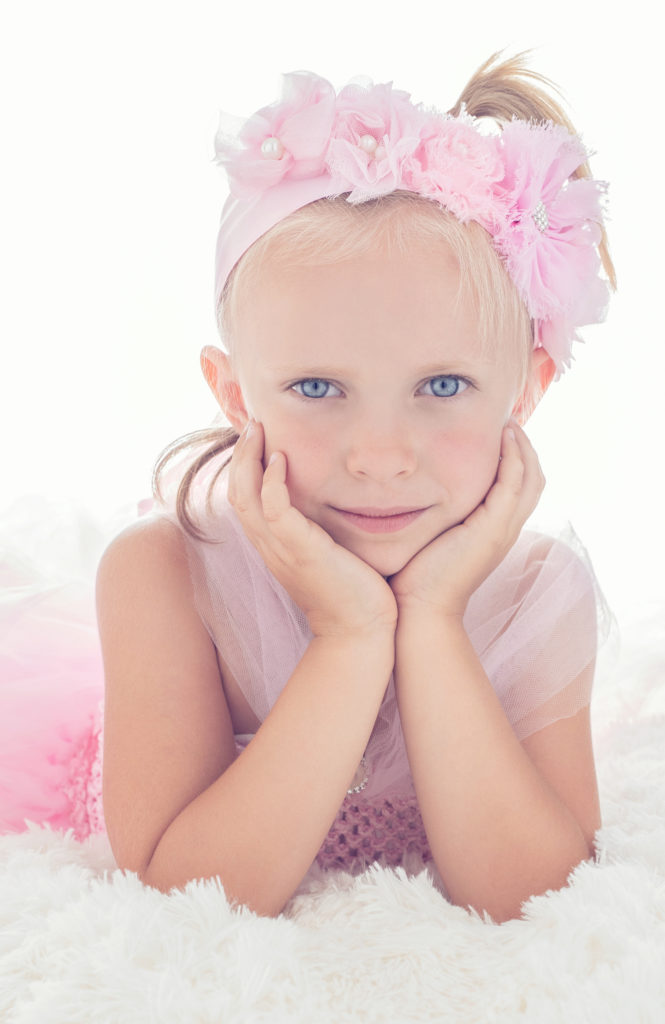 petite fille contre-jour fleurs rose photo portrait studio lot-et-garonne marmande tonneins virazeil