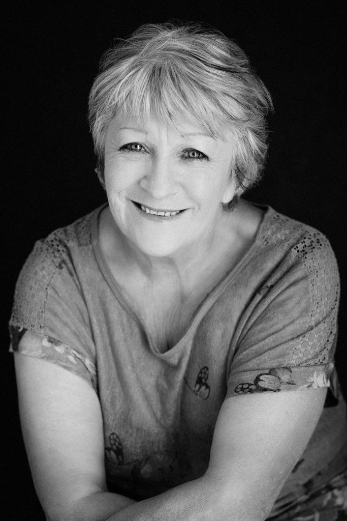 femme noir-et-blanc souriante photo portrait studio lot-et-garonne marmande tonneins virazeil