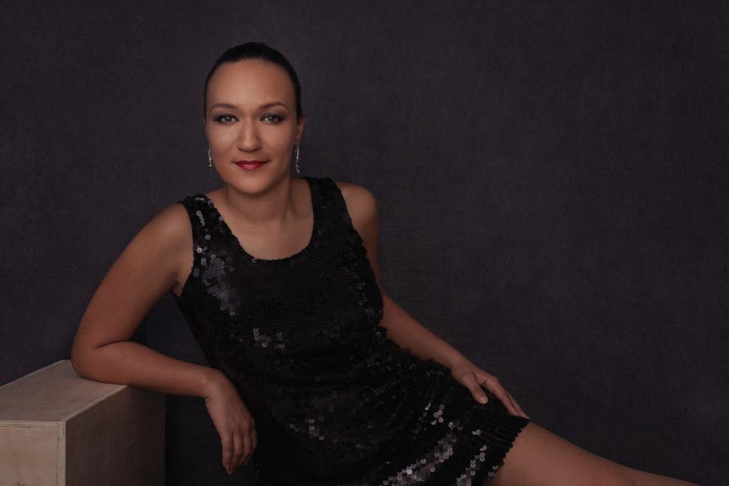 magazine jeune femme pose fashion confiante photo portrait studio lot-et-garonne marmande tonneins virazeil