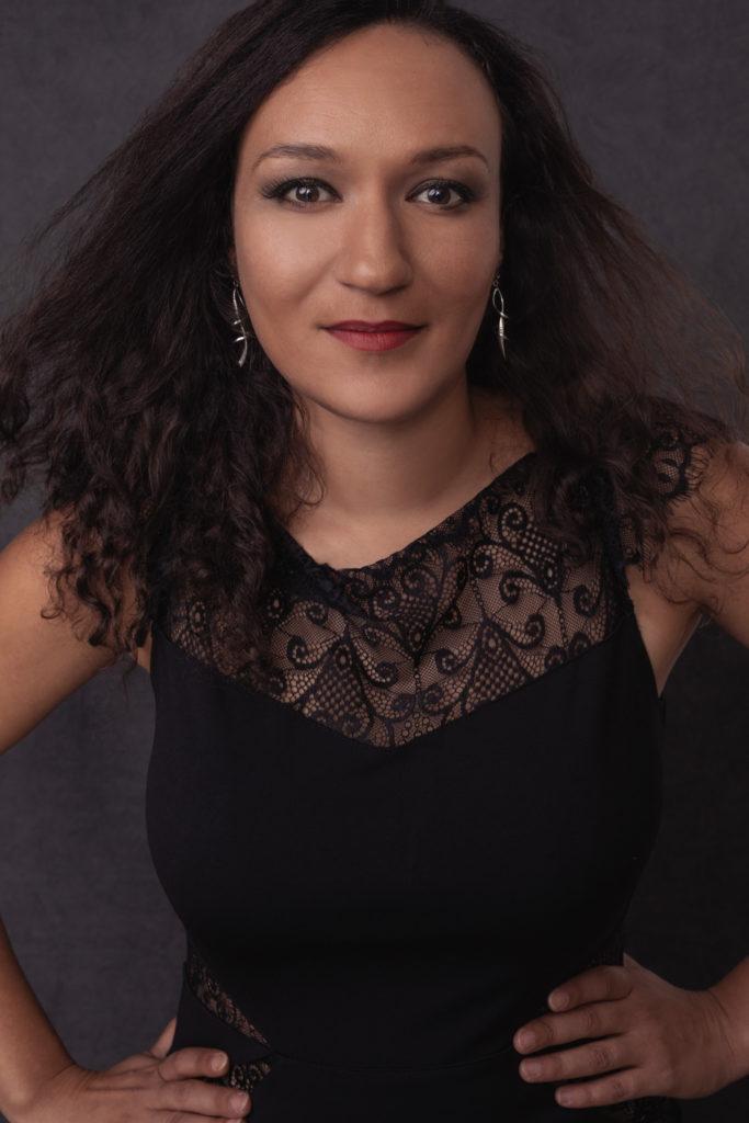 jeune femme pose fashion confiante magazine couverture photo portrait studio lot-et-garonne marmande tonneins virazeil