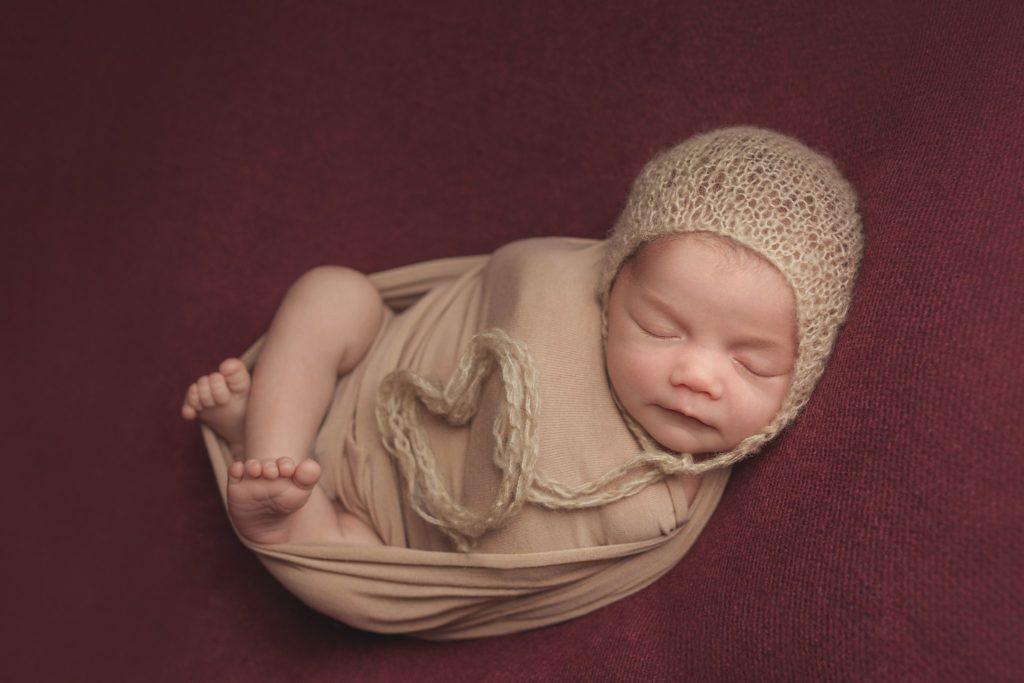 photo artistique nouveau-né bébé coeur maillot rouge fille lot-et-garonne marmande tonneins virazeil